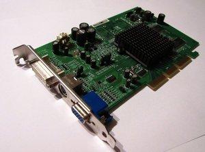 Różne ATI Radeon 9200SE/9250SE, 128MB DDR, VGA, DVI, TV-out, AGP -- © bepixelung.org