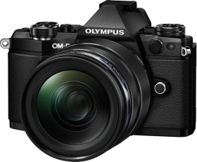 Olympus OM-D E-M5 Mark II schwarz mit Objektiv M.Zuiko digital ED 12-40mm und HLD-8 Handgriff (V207041BE010)