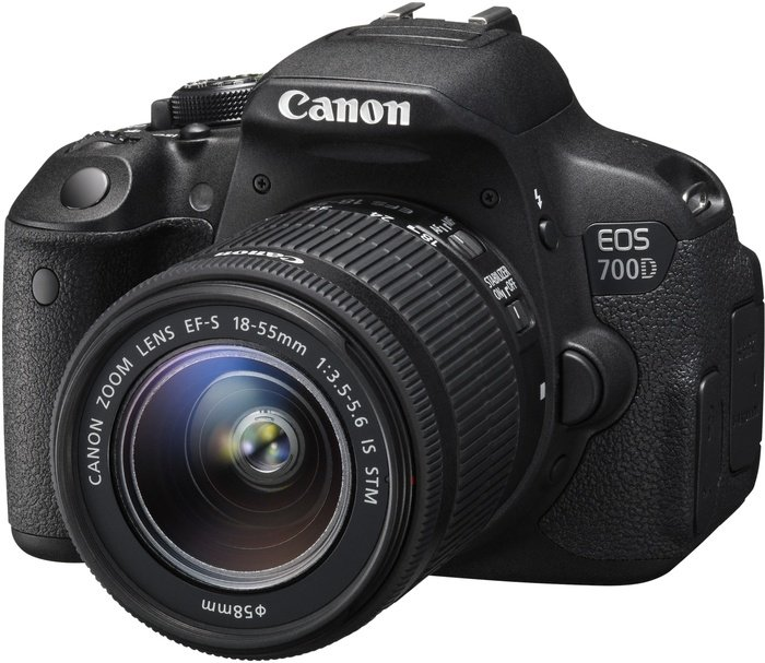 Canon EOS  700D mit Objektiv EF-S   18-55mm 3.5-5.6 IS STM (8596B028)