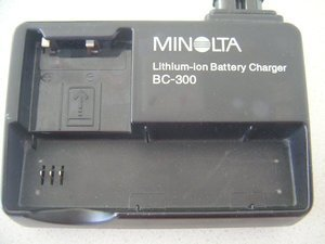Konica Minolta BC-300 charger (8700150) -- © bepixelung.org