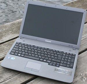 Samsung P530, Core i3-380M, UK (NPP530-JA06UK) -- © notebookcheck.com