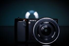 Sony Alpha NEX-5 schwarz mit Objektiv AF E 16mm 2.8 Pancake (NEX-5AB)