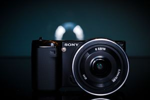 Sony Alpha NEX-5 black with lens AF E 16mm 2.8 Pancake (NEX-5AB) -- © bepixelung.org