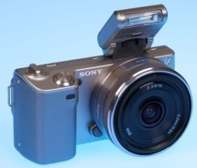 Sony Alpha NEX-5 silber mit Objektiv AF E 16mm 2.8 Pancake (NEX-5AS)
