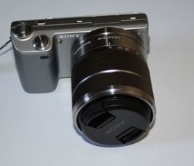 Sony Alpha NEX-5 silber mit Objektiv AF E 18-55mm 3.5-5.6 OSS (NEX-5KS)