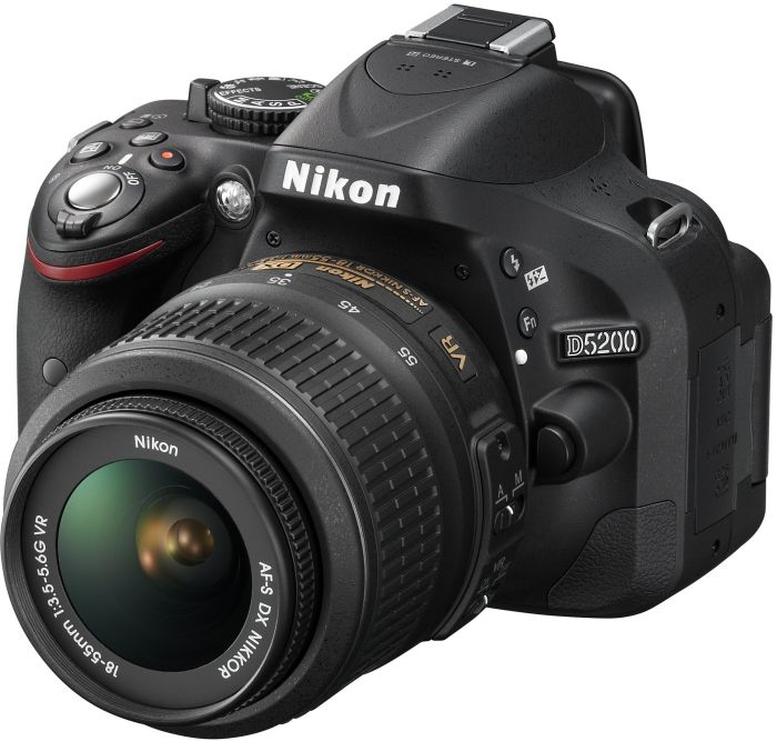 Nikon D5200 (SLR) black with lens AF-S VR DX 18-55mm 3.5-5.6G (VBA350K001)