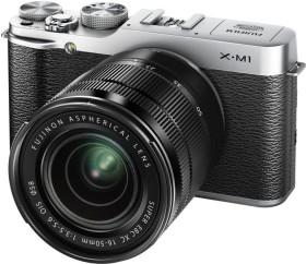 Fujifilm X-M1 silber mit Objektiv XC 16-50mm und XC 50-230mm