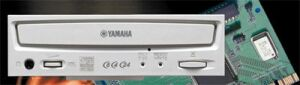 Yamaha CRW-8424S with software and SCSI Controller