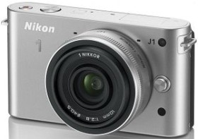 Nikon 1 J1 silber mit Objektiv 10mm 2.8 (VVA154K002)