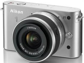 Nikon 1 J1 silber mit Objektiv VR 10-30mm 3.5-5.6 (VVA154K001)