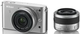 Nikon 1 J1 silber mit Objektiv VR 10-30mm 3.5-5.6 und 10mm 2.8 (VVA154K004)