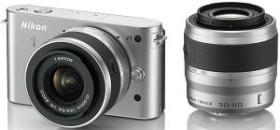 Nikon 1 J1 silber mit Objektiv VR 10-30mm 3.5-5.6 und VR 30-110mm 3.8-5.6 (VVA154K003)