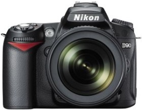 Nikon D90 schwarz mit Objektiv AF-S VR DX 18-105mm und EN-EL3e Li-Ionen-Akku (VBA230KG03)