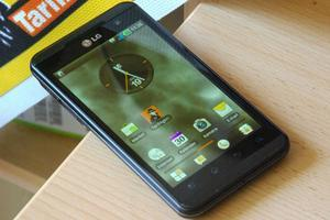 Vodafone LG Electronics Optimus 3D P920 (various contracts) -- ©TarifAgent.com