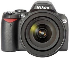 Nikon D40x schwarz mit Objektiv AF-S DX 18-135mm 3.5-5.6G IF-ED (VBA170K004)