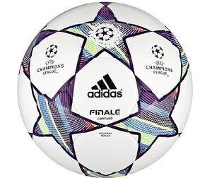 adidas football Finale 11 Capitano -- © adidas