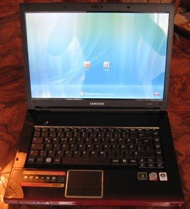 Samsung R560 Aura P8400 Madril (NPR560-AS05DE/SEG) -- provided by bepixelung.org - see http://www.bepixelung.org/919 for copyright and usage information