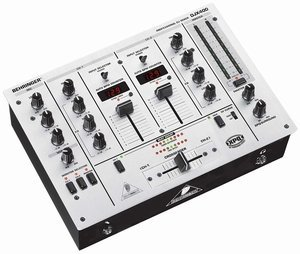 Behringer DJX400 silber -- © Copyright 200x, Behringer International GmbH