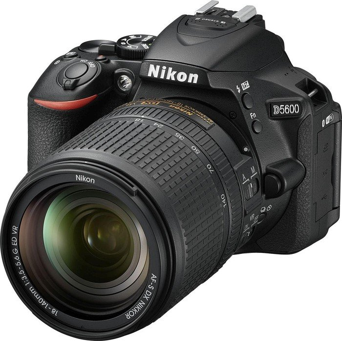 Nikon D5600 black with lens AF-S VR DX 18-140mm 3.5-5.6G ED (VBA500K002)