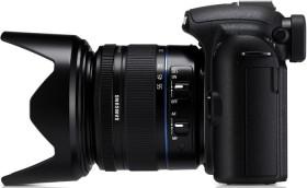 Samsung NX10 schwarz mit Objektiv NX 18-55mm und NX 50-200mm