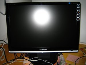 "Samsung SyncMaster 206BW, 20"" (LS20MEWSFV/EN) -- http://bepixelung.org/8415"