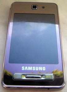 Samsung SGH-F480 coral pink -- © bepixelung.org