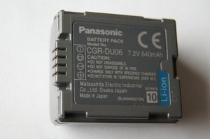 Panasonic CGR-DU06E/1B Li-Ion battery -- © bepixelung.org