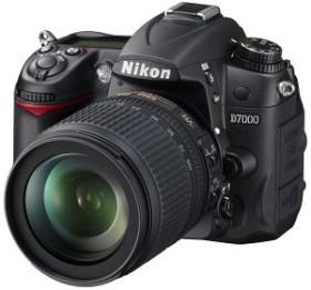 Nikon D7000 schwarz mit Objektiv AF-S VR DX 18-105mm und AF-S VR 70-300mm (VBA290KG02)