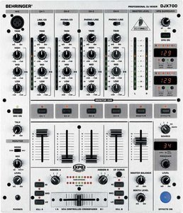 Behringer DJX700 silber -- © Copyright 200x, Behringer International GmbH