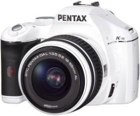 Pentax K-m weiß mit Objektiv DA L 18-55mm und DA 50-200mm (17712)