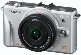 Panasonic Lumix DMC-GF2 silber mit Objektiv Lumix G Vario 14mm 2.5 (DMC-GF2C)