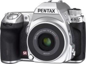 Pentax K-5 silber mit Objektiv smc DA 40mm 2.8 XS
