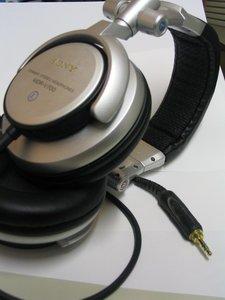 Sony MDR-V700DJ srebrny/czarny -- © bepixelung.org
