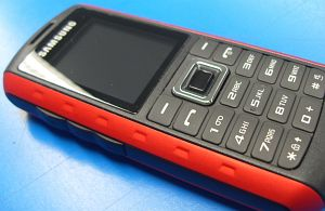 Samsung B2100 scarlet red -- provided by bepixelung.org - see http://bepixelung.org/4912 for copyright and usage information
