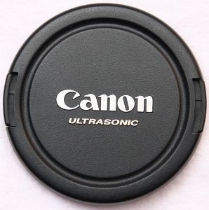 Canon E-67U lens cover (2727A001) -- provided by bepixelung.org - see http://bepixelung.org/10519 for copyright and usage information