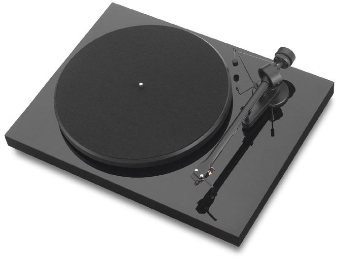 Pro-Ject Debut III piano black