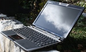 ASUS Eee PC VX6-BLK007M Lamborghini black, UK (90OA3NB133124A1K13IQ) -- © notebookcheck.com