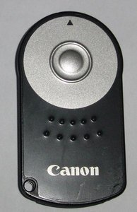 Canon RC-5 IR remote release (2467A001) -- provided by bepixelung.org - see http://bepixelung.org/3225 for copyright and usage information