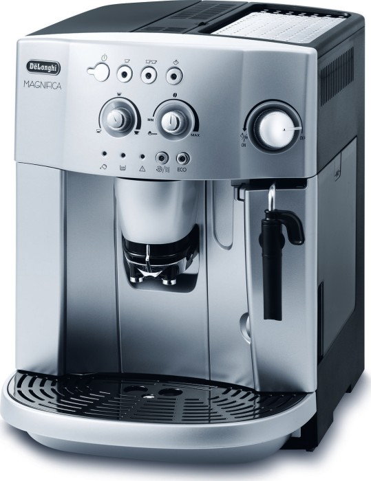 DeLonghi ESAM4200S Magnifica -- provided by bepixelung.org - see http://bepixelung.org/3043 for copyright and usage