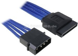 BitFenix Alchemy SATA-Stromadapter 4-Pin (IDE) auf 15-Pin (SATA) 45cm, sleeved blau (BFA-MSC-MSA45BK-RP) -- © caseking.de