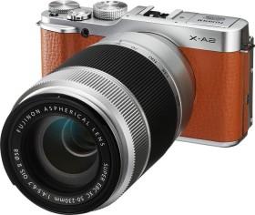Fujifilm X-A2 braun mit Objektiv XC 16-50mm OIS II und XC 50-230mm OIS II