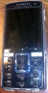 Sony Ericsson K850i quicksilver black -- © bepixelung.org