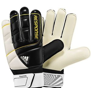 adidas Goalkeeper glove Response training -- © adidas