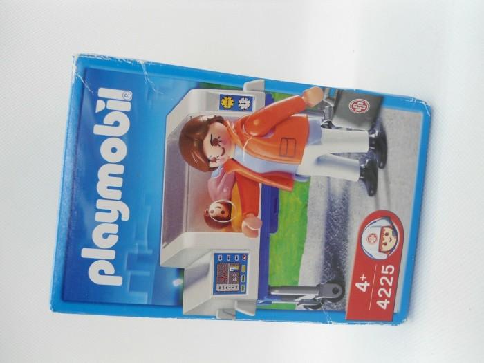 playmobil - City Action - Baby-Notärztin mit Inkubator (4225) -- via Amazon Partnerprogramm