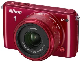 Nikon 1 S1 rot mit Objektiv 11-27.5mm 3.5-5.6 und VR 30-110mm 3.8-5.6 (VVA193K007)