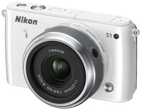 Nikon 1 S1 weiß mit Objektiv 11-27.5mm 3.5-5.6 und VR 30-110mm 3.8-5.6 (VVA192K007)
