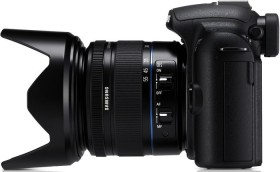 Samsung NX10 schwarz mit Objektiv NX 18-55mm