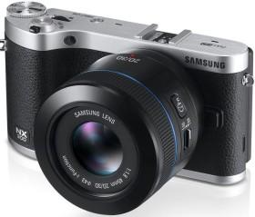 Samsung NX300 schwarz mit Objektiv NX 45mm 2D/3D i-Function