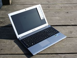 Samsung RV511, Core i5-480M, 6GB RAM, 640GB HDD, UK (NPRV511-S03UK) -- ©notebookcheck.com