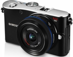 Samsung NX100 schwarz mit Objektiv NX 20-50mm